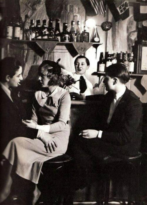 1930 год. Бар для девушек нетрадиционной cексуальной ориентации в Париже.