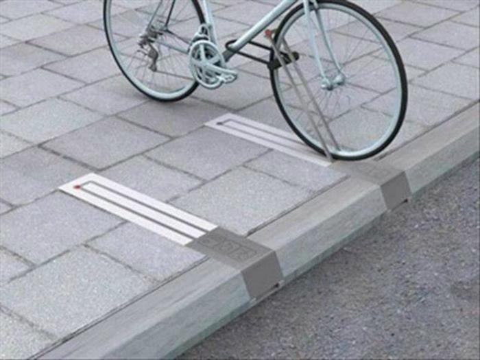 Эргономичные парковочные барьеры. | Фото: Reddit.