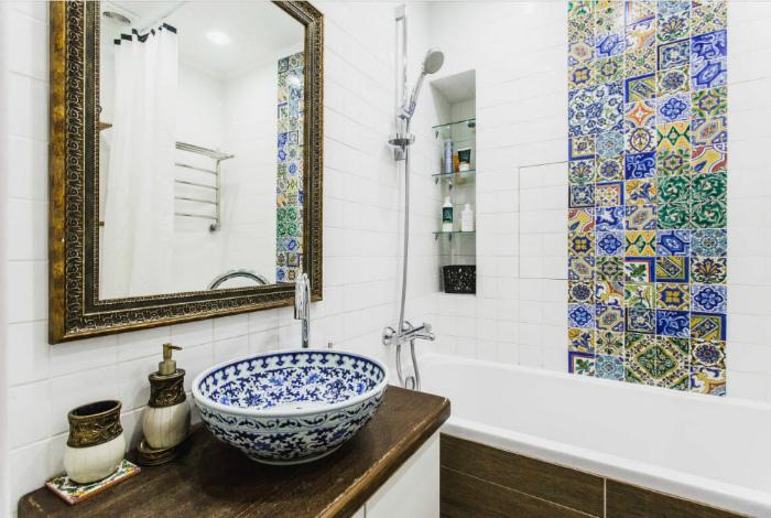 Ванная комната с элементами восточного стиля.