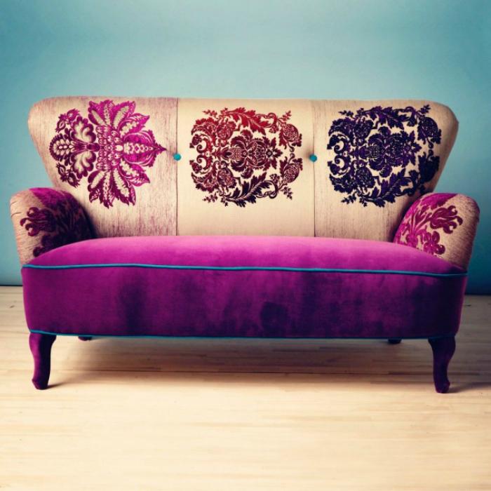 Жакардовый диванчик.