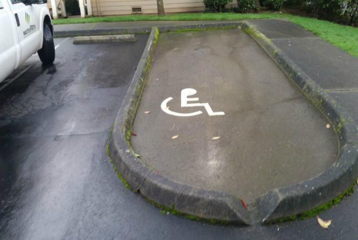 «Да уж, в этом городе очень заботятся об инвалидах».
