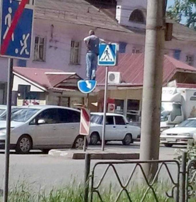 Как мониторить ситуацию на дороге. | Фото: KLYKER.COM.