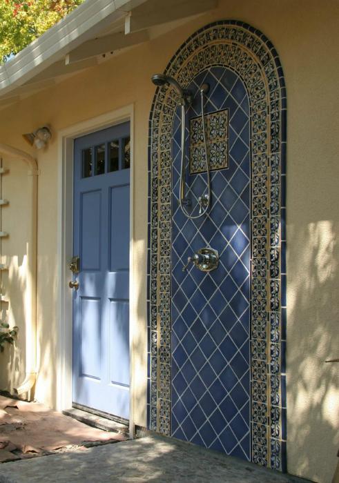 Душевая панель в марокканском стиле.