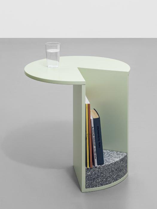 Приставной столик с полочкой.