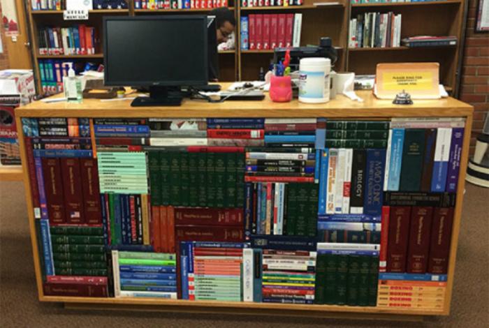 Порядок в библиотеке.