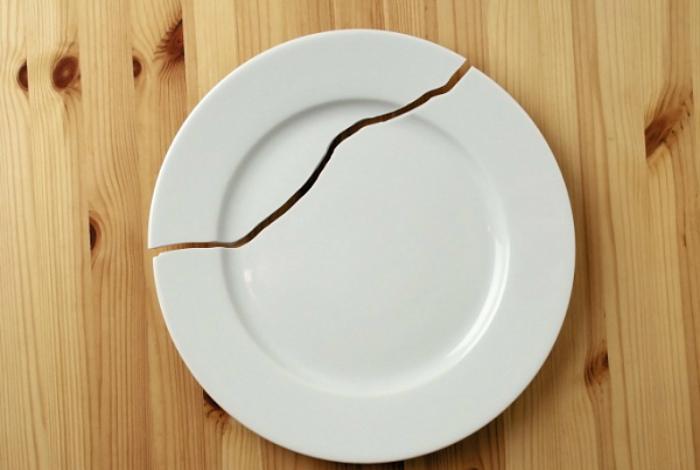 Посуда с трещинами и сколами.