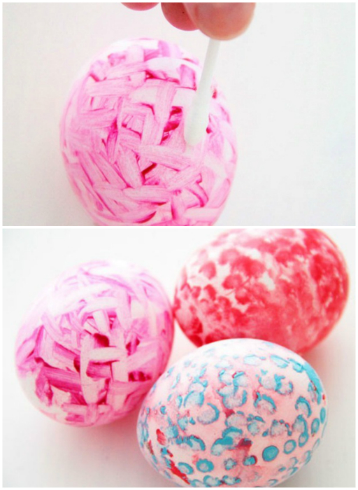 Яйца, украшенные контрастным орнаментом.