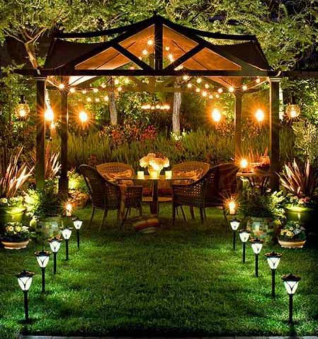 Крытая садовая беседка.