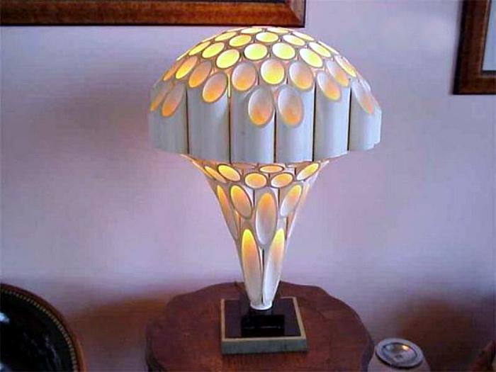 Настольная лампа из труб. | Фото: DIY.