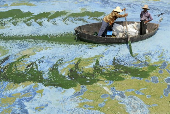 Озеро в Китае.