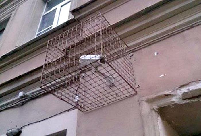 Камера за решеткой. | Фото: Пикабу.