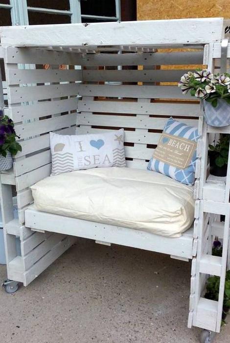 Уютный садовый диванчик. | Фото: eicee.org.