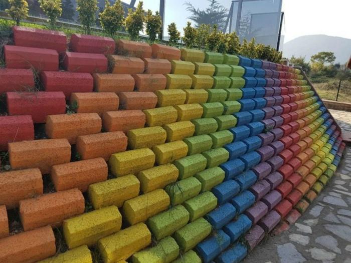 Стена в радужных оттенках. | Фото: БАгиня.