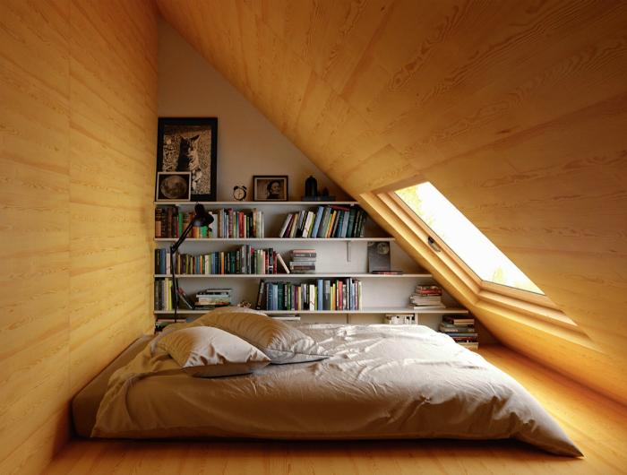 Уютная чердачная спальня.