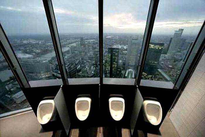 Туалет во Франкфурте, Германия.