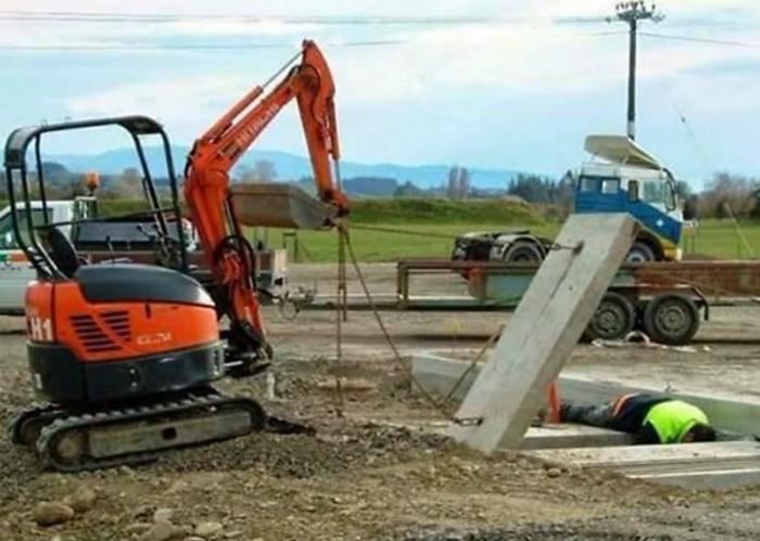 Опасные будни простых рабочих. | Фото: NTV.