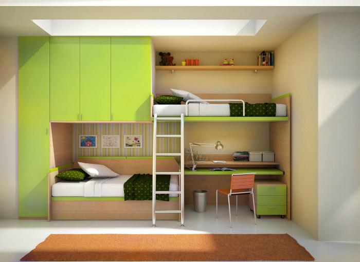 Яркая конструкция с кроватями, шкафом и рабочим столом.
