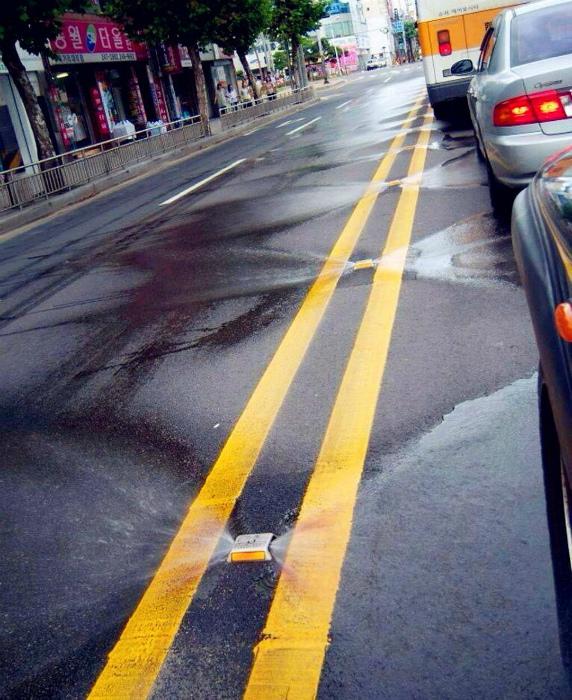 «Омыватели» проезжей части. | Фото: Васи.нет.