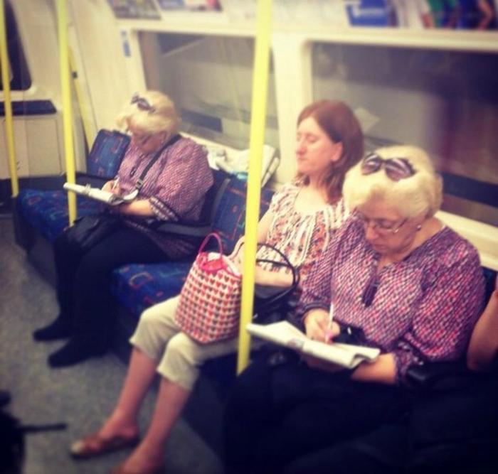 В русском метро одинаковые люди рассаживаются через одного.