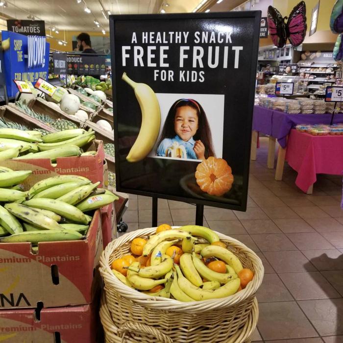 Бесплатные фрукты для детей.
