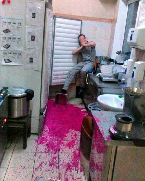 Украсил кухню.