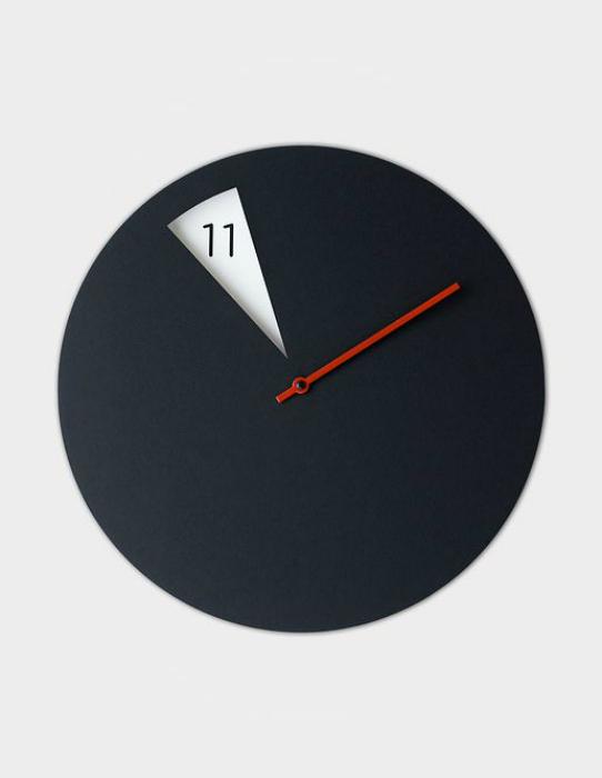 Минималистичные дизайнерские часы.