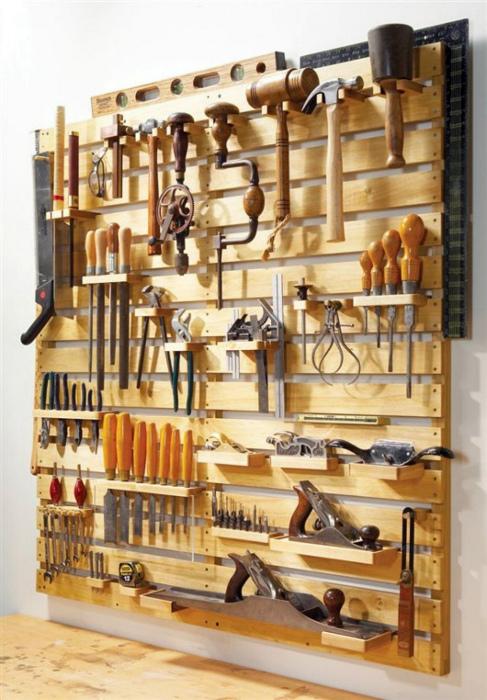 Самодельный стеллаж для инструментов.