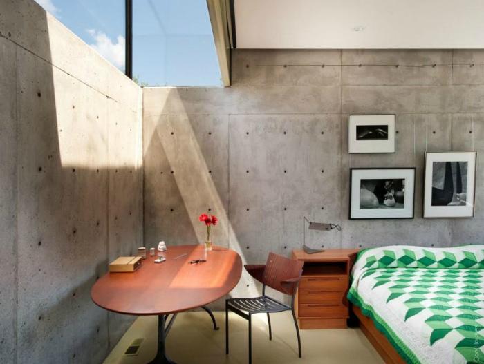Необычный интерьер спальни в индустриальном стиле.