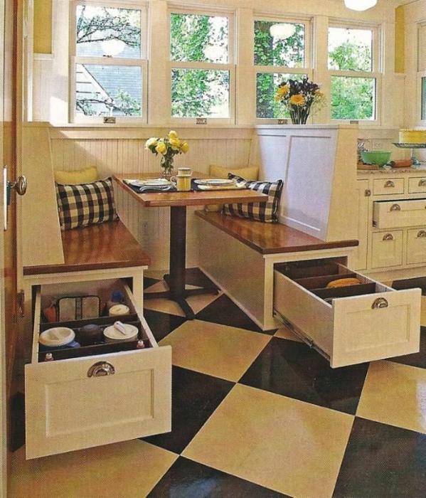Кухонные диванчики с выдвижными ящиками.
