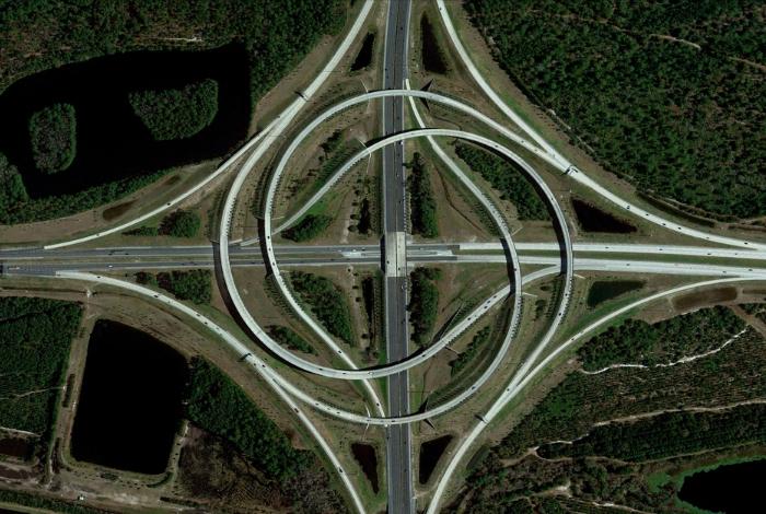 Большая кольцевая дорога Turbine Interchange, которая соединяет две трассы.