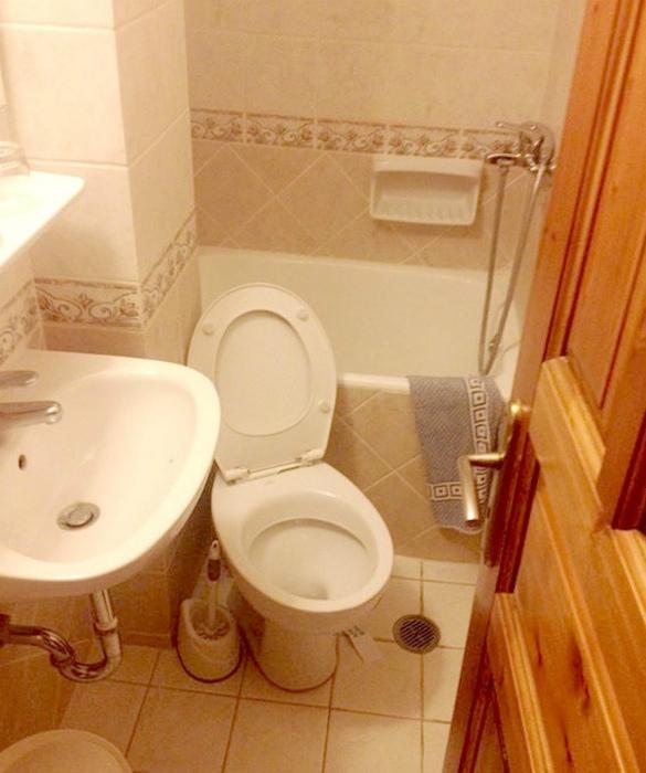 Очень маленький туалет.