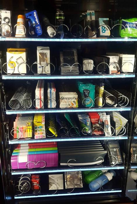 Уникальный торговый автомат в университете. | Фото: Пикабу.