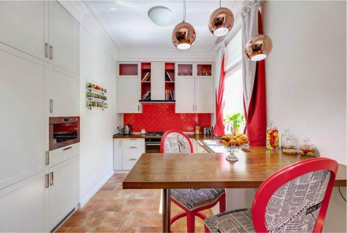 Кухня в бело-красном цвете.