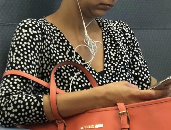 Через спутанные наушники даже хорошая музыка звучит плохо. | Фото: Funcloud.