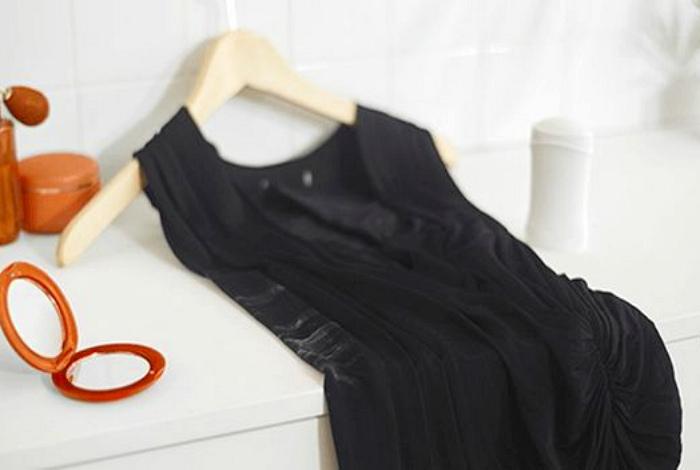 Следы от дезодоранта на одежде.
