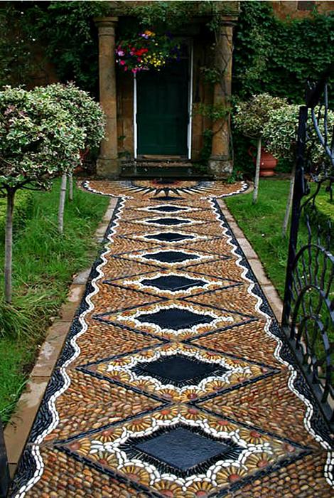 Мозаичная дорожка.