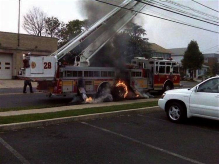 Машина воспламенилась.