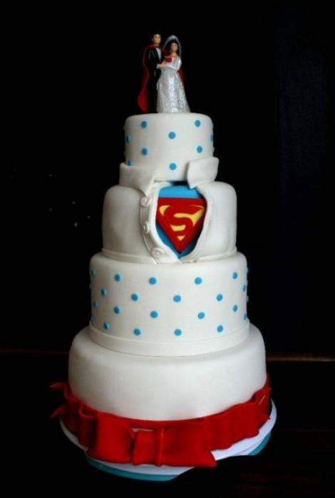 Торт в стиле «Супермен».
