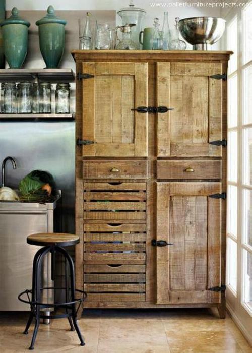Шкаф в винтажном стиле.