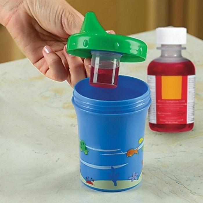 Простой способ напоить ребенка лекарством.