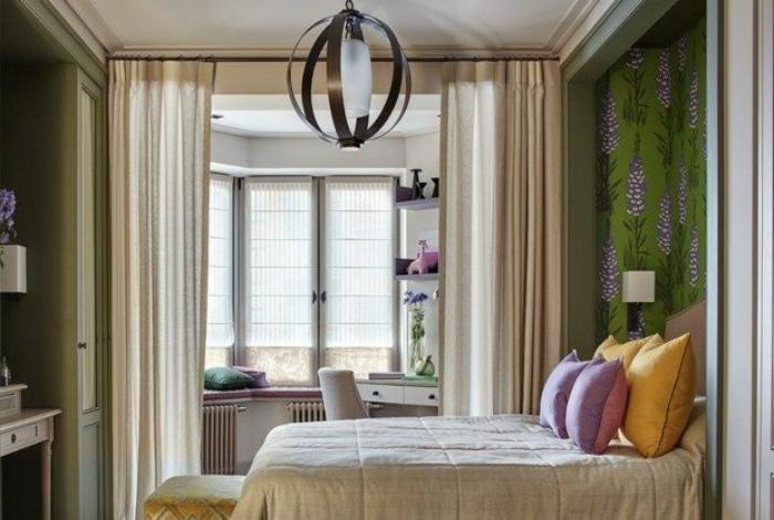 Весенняя спальня с эркером.