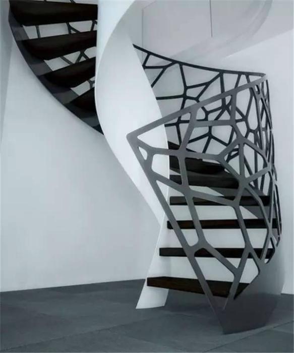 Лестница с необычными перилами.