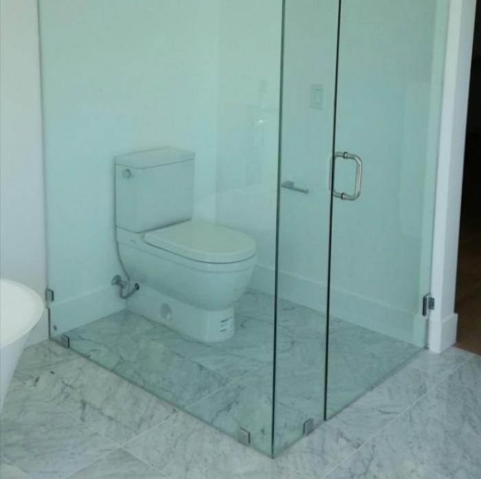 И помылся, и в туалет сходил, и унитаз сразу вымыл.