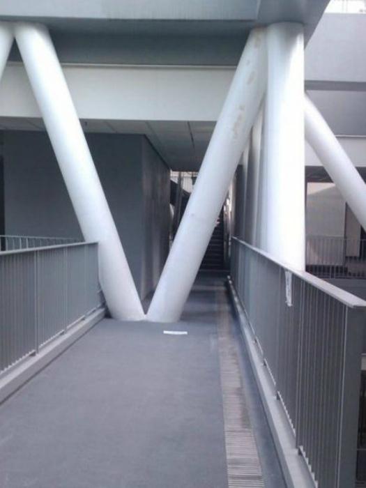 Сюрреалистичная конструкция. | Фото: Stebok.net.
