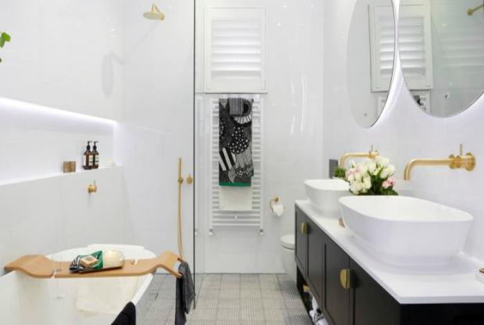 Ванная комната в белом цвете.