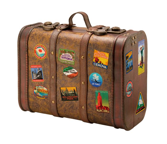 Наклейки и опознавательные метки на чемодане.