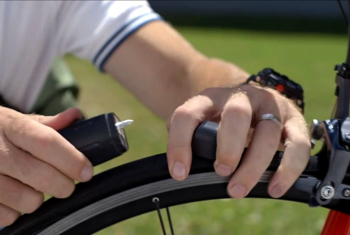 Инструмент для быстрого ремонта велосипедных шин.