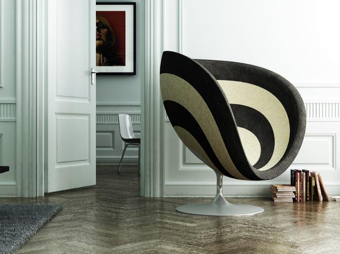 Стильное полосатое кресло.