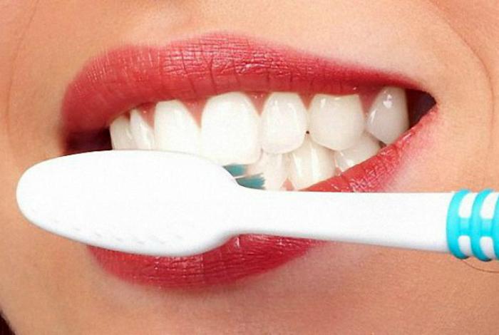 Уксус для отбеливания зубов.
