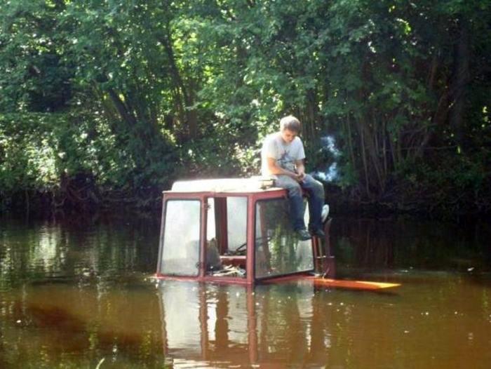 Сейчас посижу на дорожку и поплыву. | Фото: JokesLand.